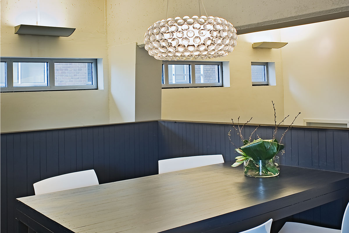 decoratieve plafondlamp in ontvangstruimte